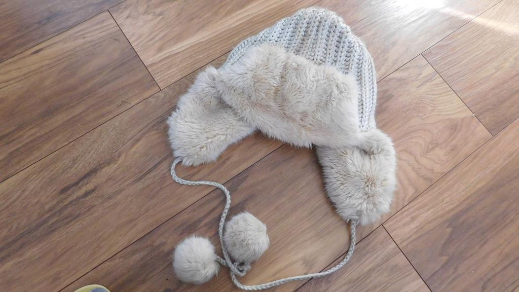 Czapka zimowa ocieplana misiem pompony 55-65cm