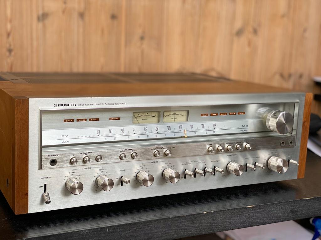 Pioneer SX-1250 / top stan/