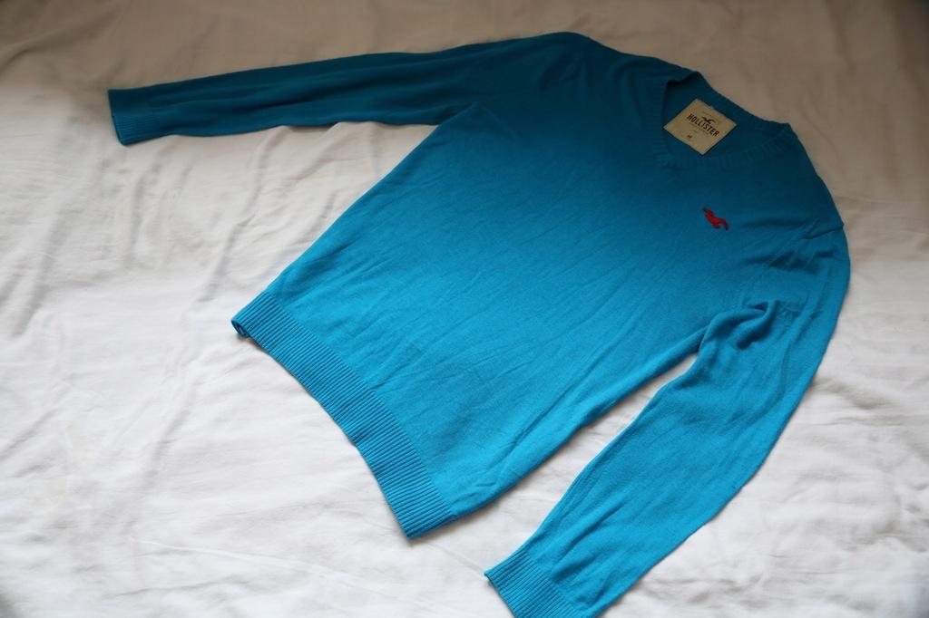 HOLLISTER swetr w serek NIEBIESKI LOGOWANY roz.M