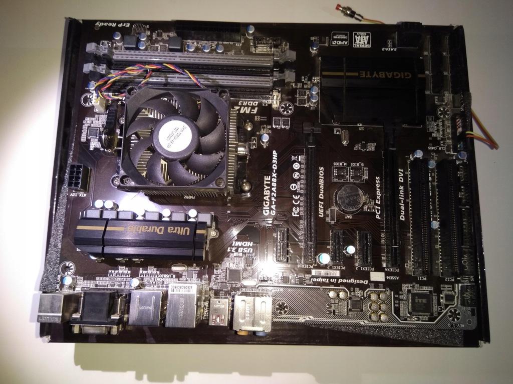 Gigabyte GA-F2A88X-D3H + AMD A4 4020