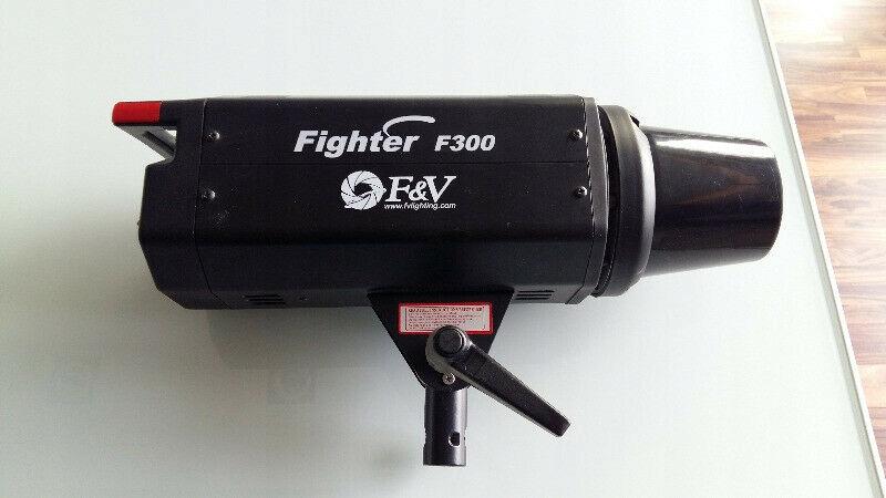 Flesz Lampa studyjna F&V Fighter 300 stan bdb