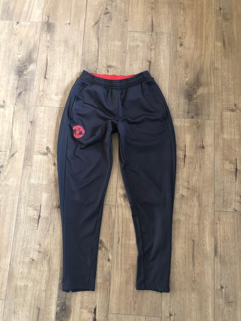 ADIDAS. dresowe spodnie BDB r.S. MANCHESTER