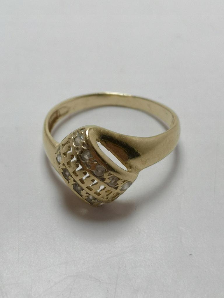 Złoty pierścionek p.585 2,22g r.13