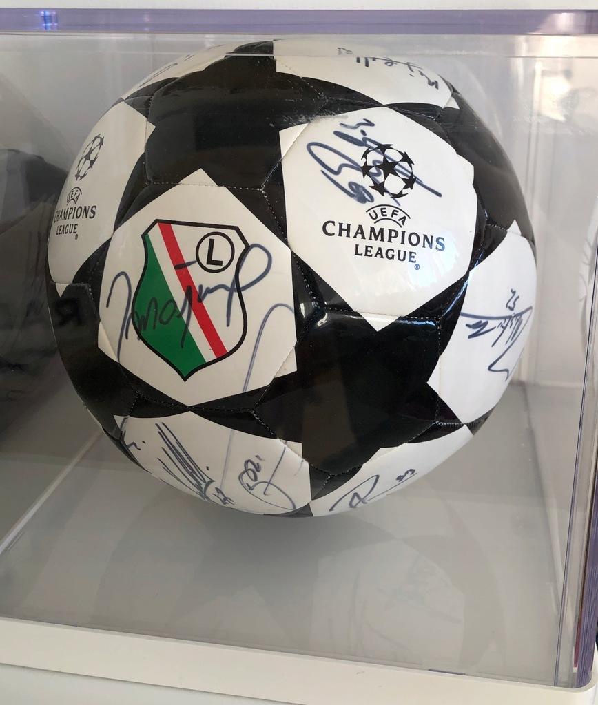 Legia Warszawa piłka z autografami piłkarzy