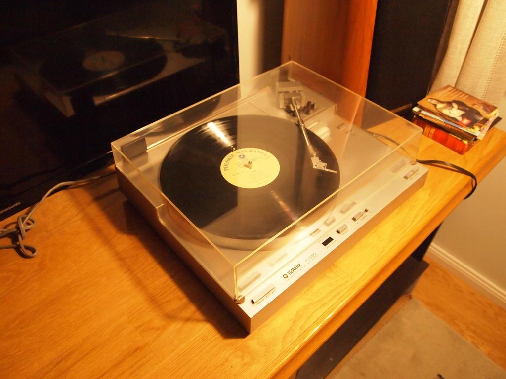 Audiofilski gramofon Yamaha P-550 Direct Drive