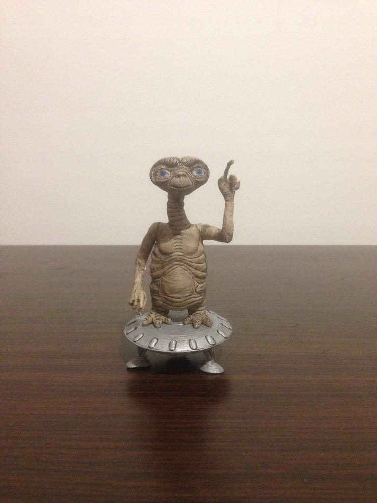 E.T. - Extra Terrestrial -> Steven Spielberg