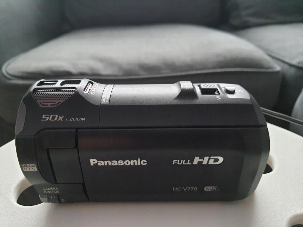 Kamera Panasonic HC-V770 ze statywem WF-6662A