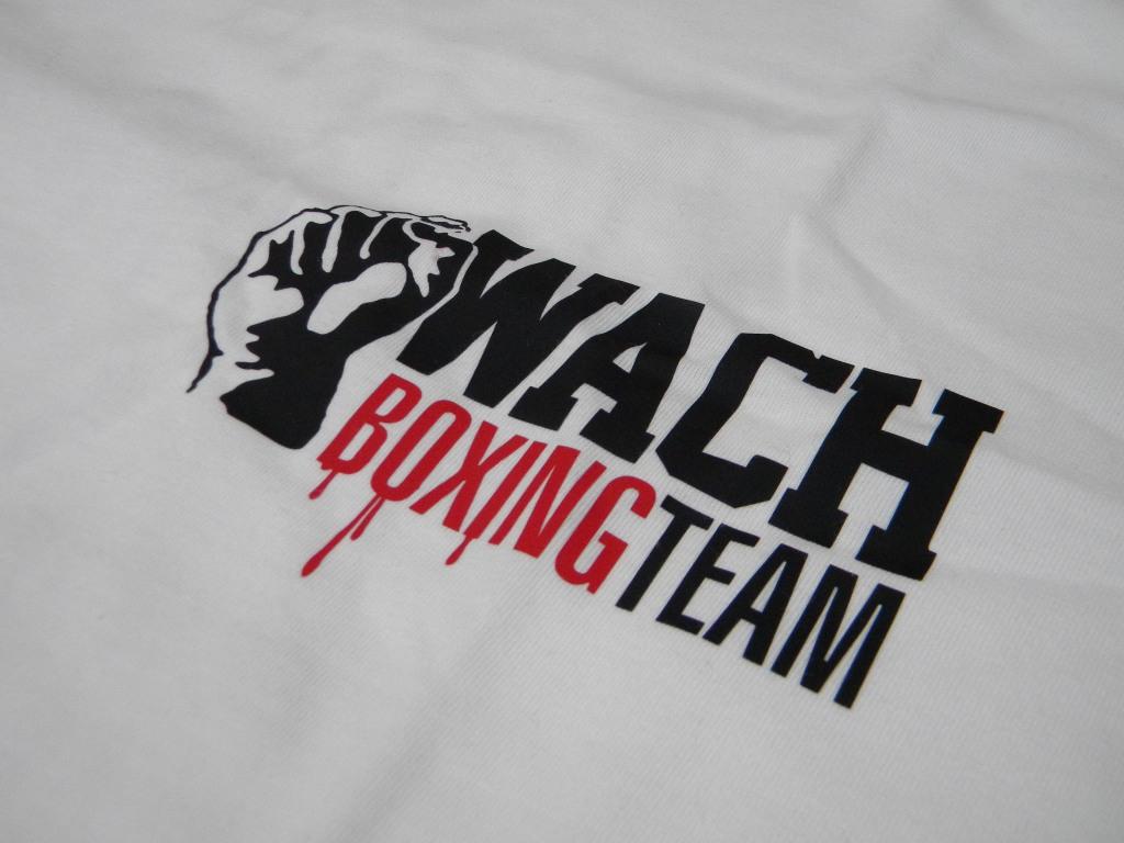 Koszulka z autografem pięściarza Mariusza Wacha!