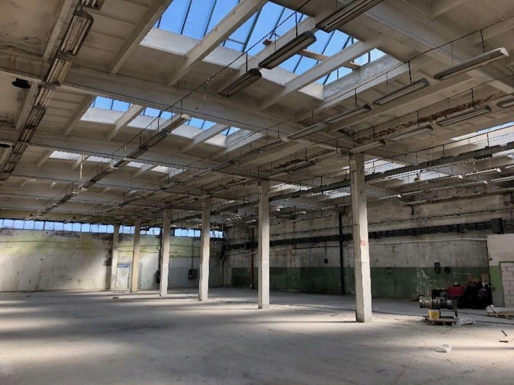 Magazyny i hale, Błonie (gm.), 2450 m²
