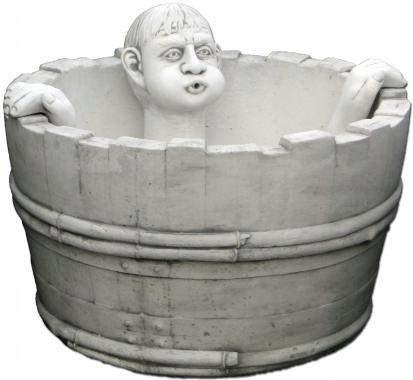 Fontanna ogrodowa betonowa chłopak kąpiący się w m