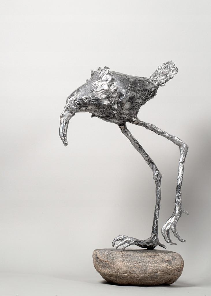 A Walking Bird - rzeźba z aluminium