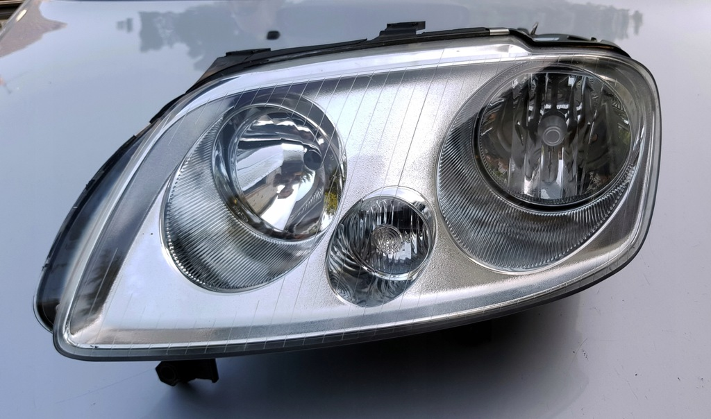 VW Caddy lampa lewa Europa