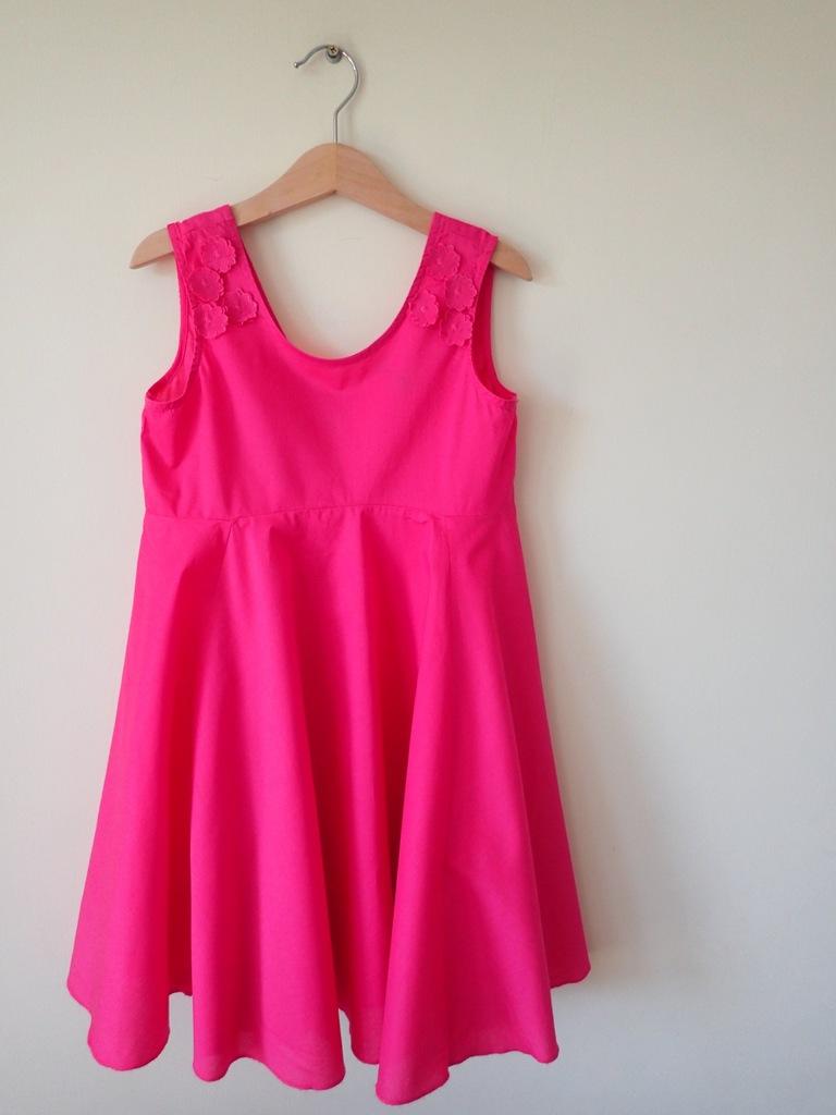 Benetton śliczna różowa sukienka jak nowa 130 cm M