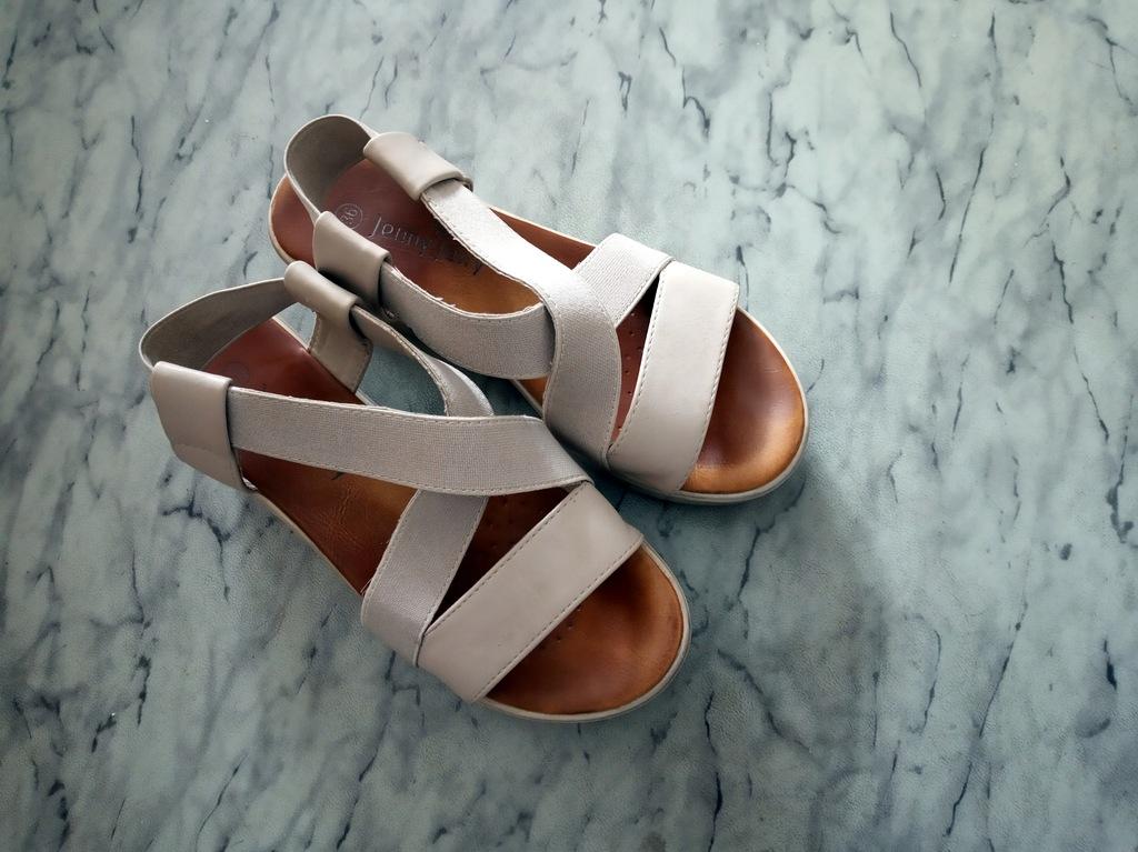 Brązowe sandały z cholewkami CCC 36 37