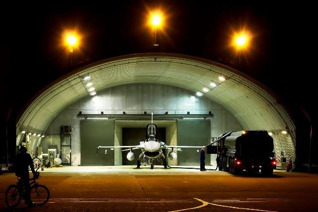 Siły Powietrzne - dzień z życia pilota F-16 32.BLT
