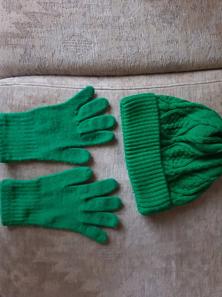 SUPER KOMPLET czapka i rękawiczki jak nowe