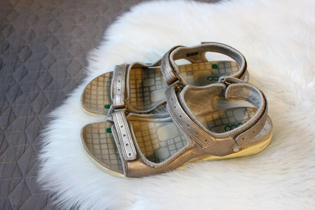 Oryginalne skórzane sandały Ecco 39