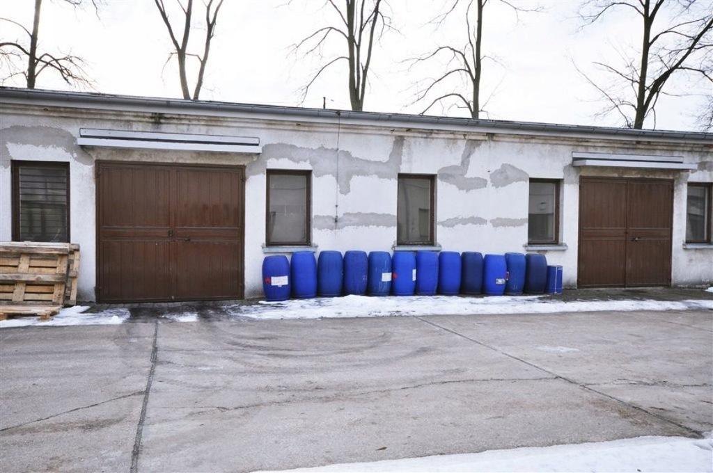 Magazyny i hale, Sieradz (gm.), 80 m²