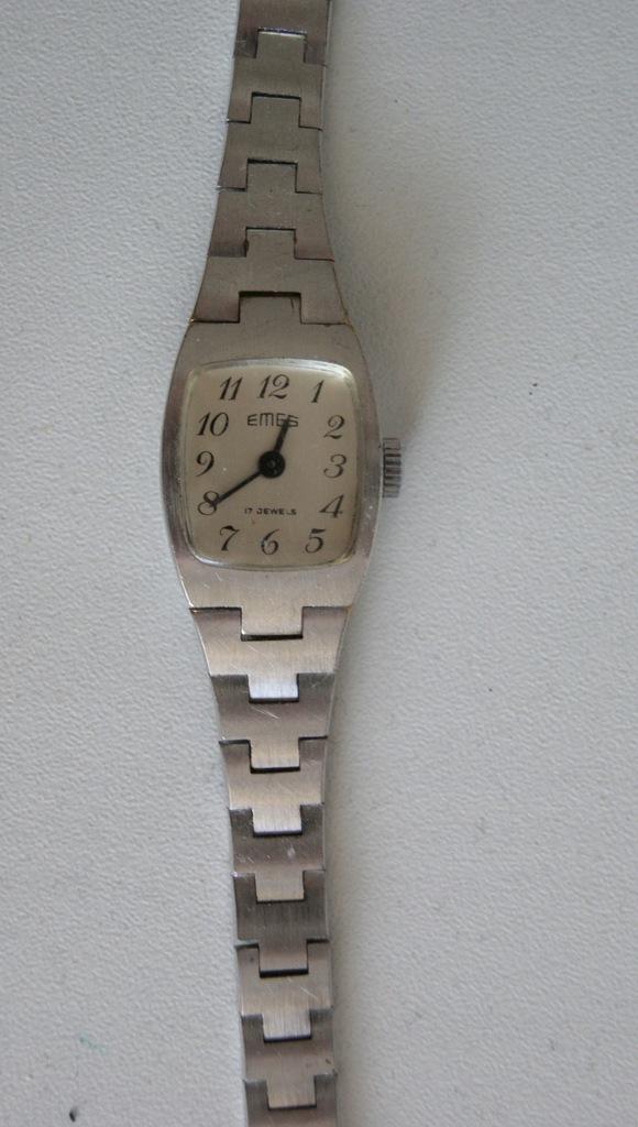 stary mechaniczny zegarek EMES