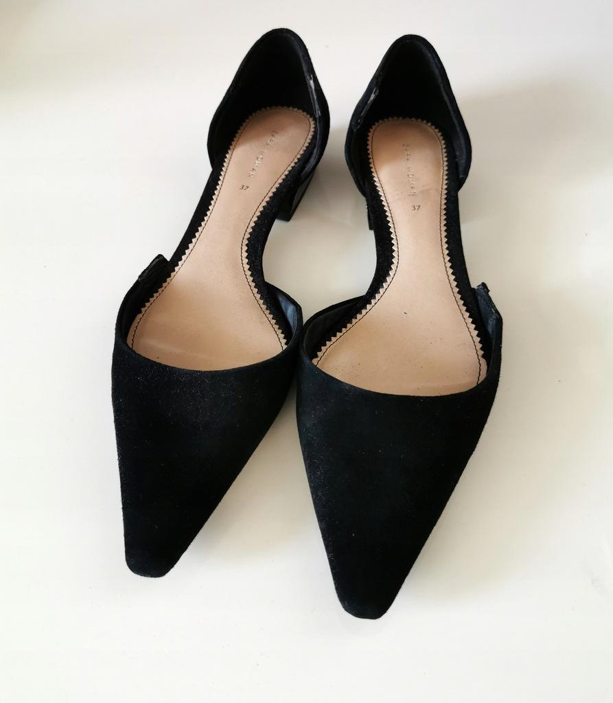Zamszowe czarne baletki z trójkątnym czubkiem Zara