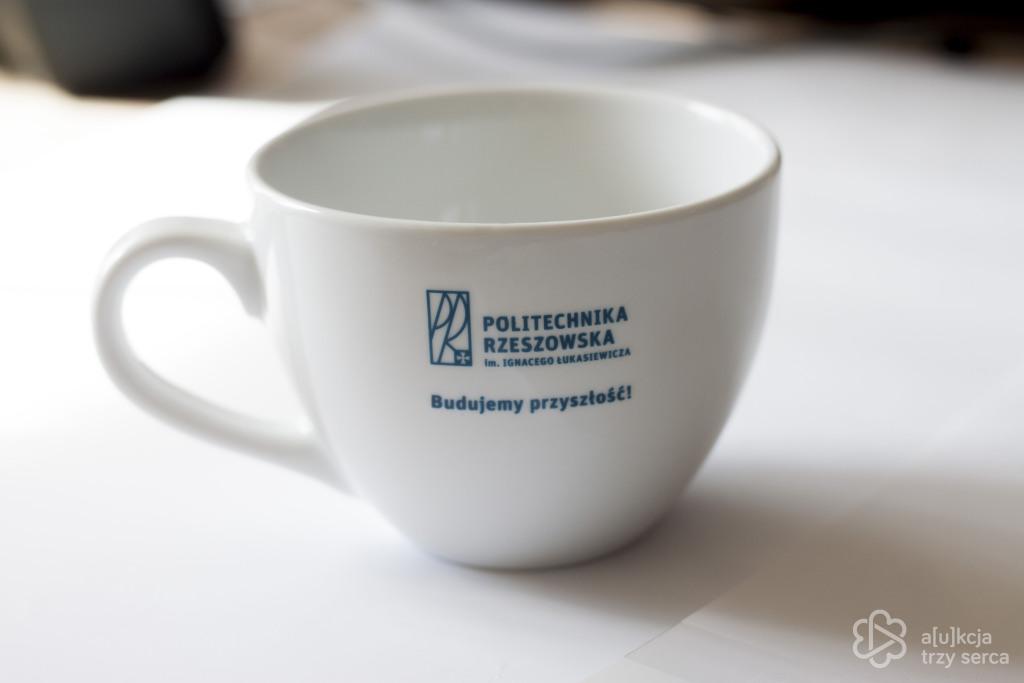 Filiżanka z logiem Politechniki Rzeszowskiej