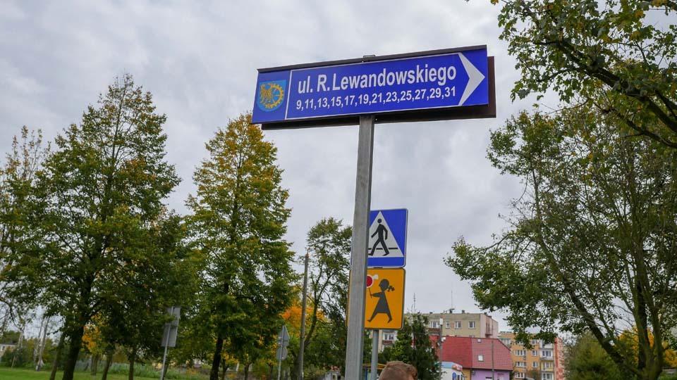 Tablica z nazwą ulicy Roberta Lewandowskiego