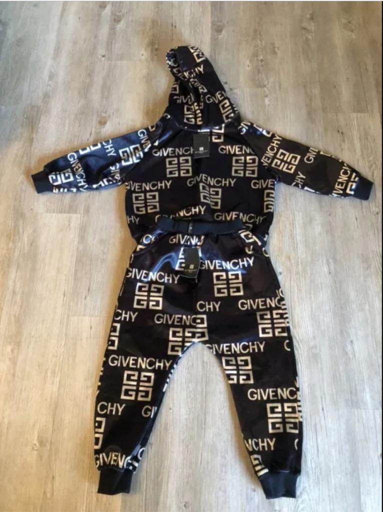Piekny dres Givenchy dla dziecka