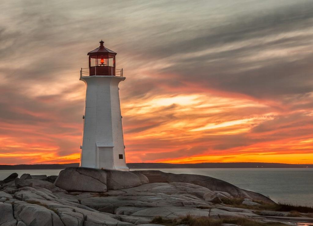 Fototapet Lighthouse Sunset (300 x 223 cm)