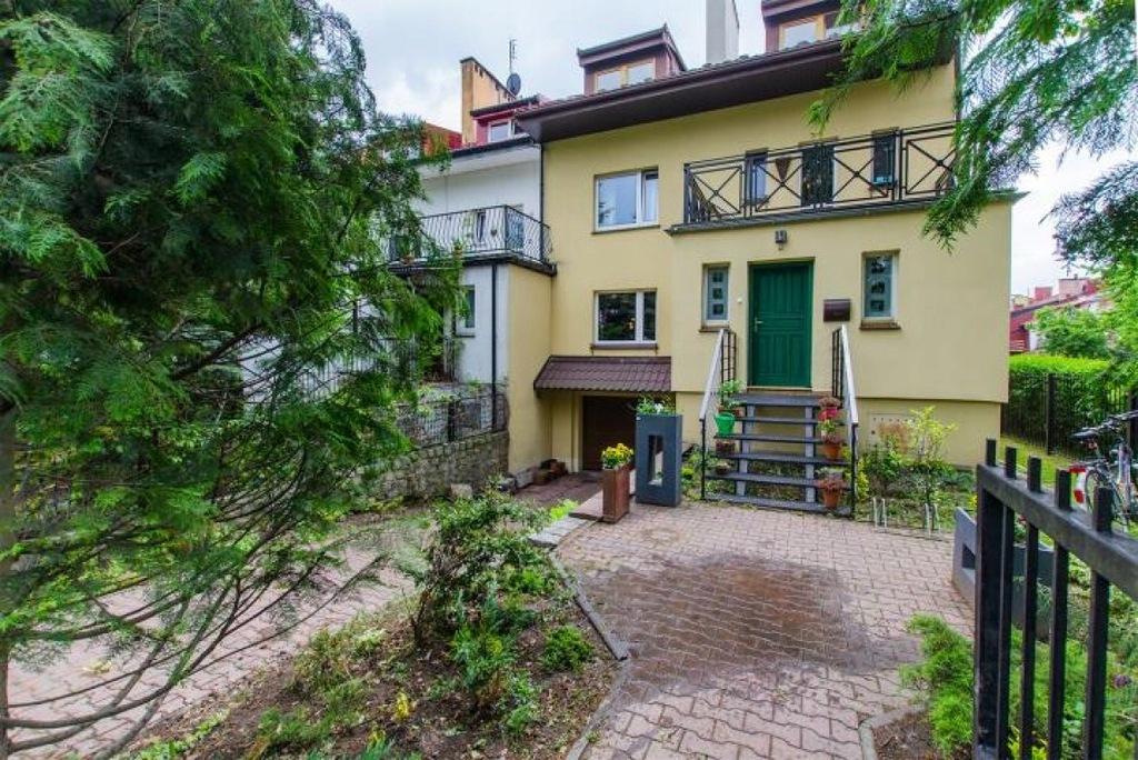 Dom, Oleśnica, Oleśnicki (pow.), 210 m²