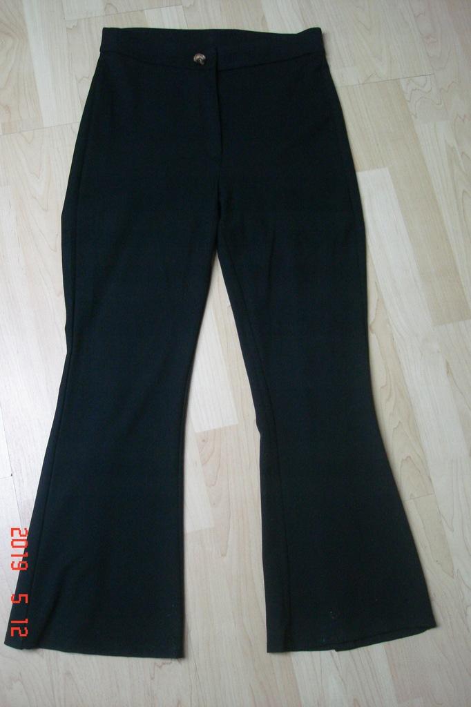 Reserved spodnie czarne dzwony, M