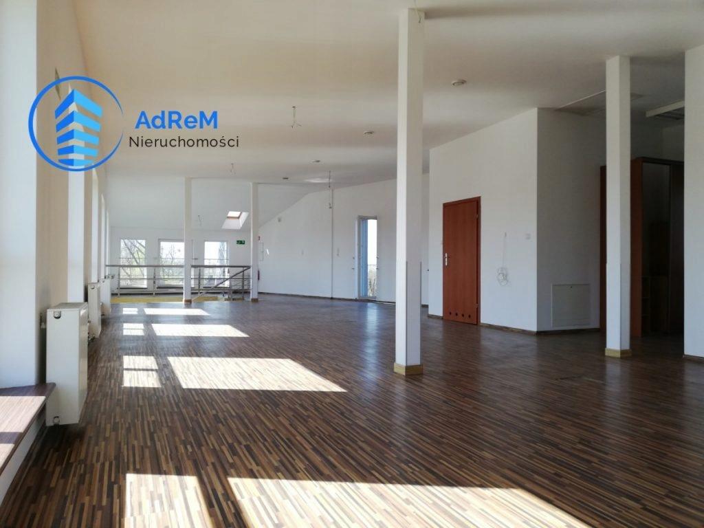 Magazyny i hale, Michałowice (gm.), 1080 m²