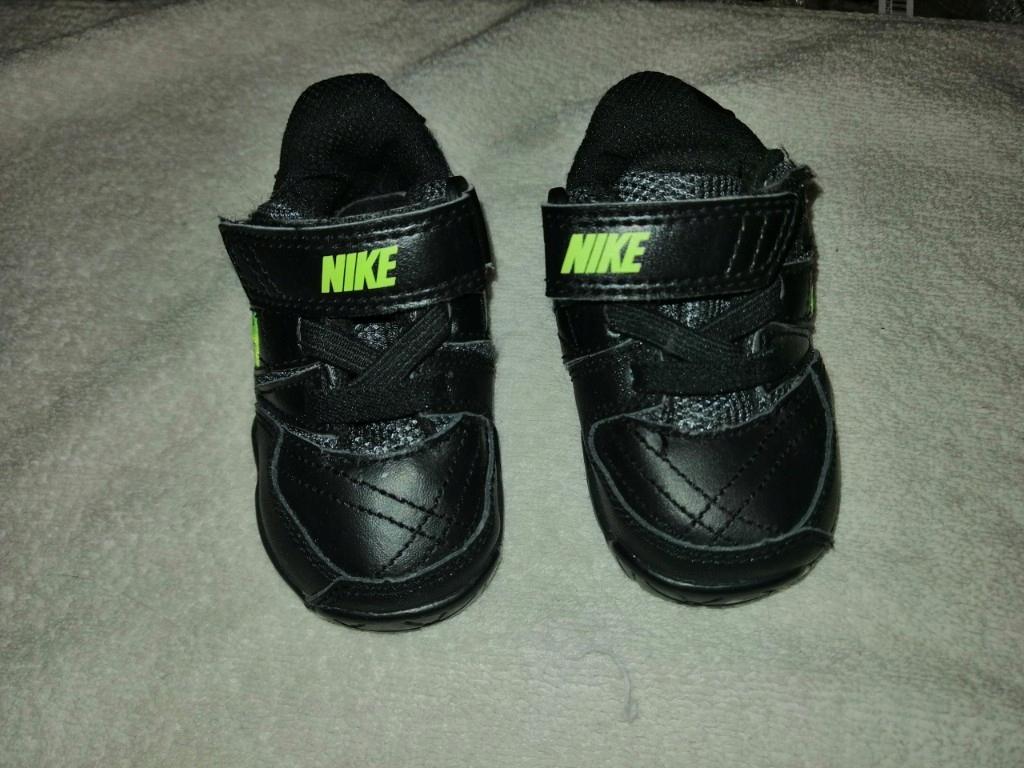 Adidasy Nike -rozmiar 18
