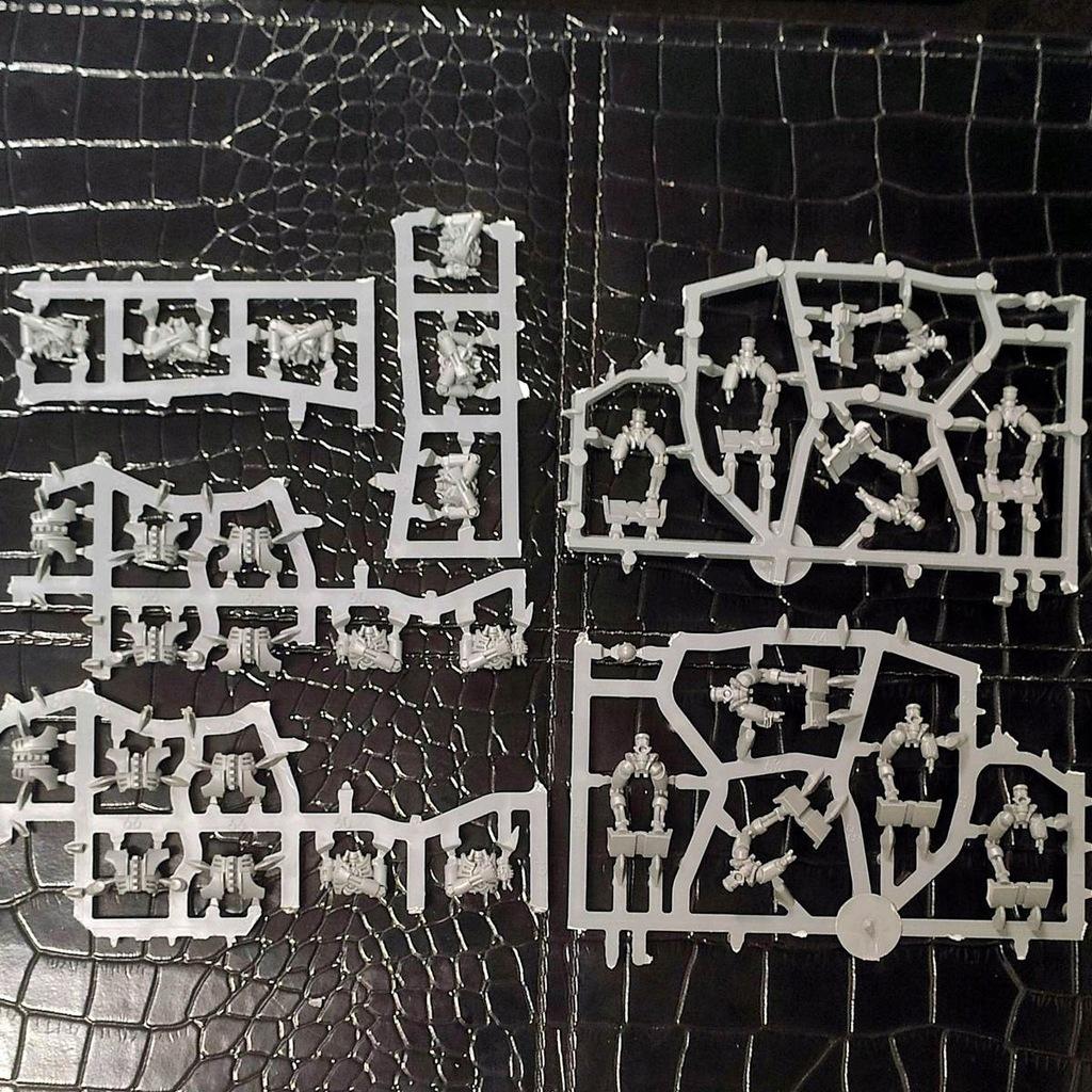 W9a Uszkodzeni Necroni z Ghost Ark (ok. 10 szt)