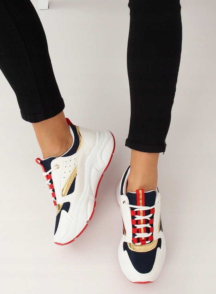 50 style Wsuwane buty od adidas to wygodny i stylowy