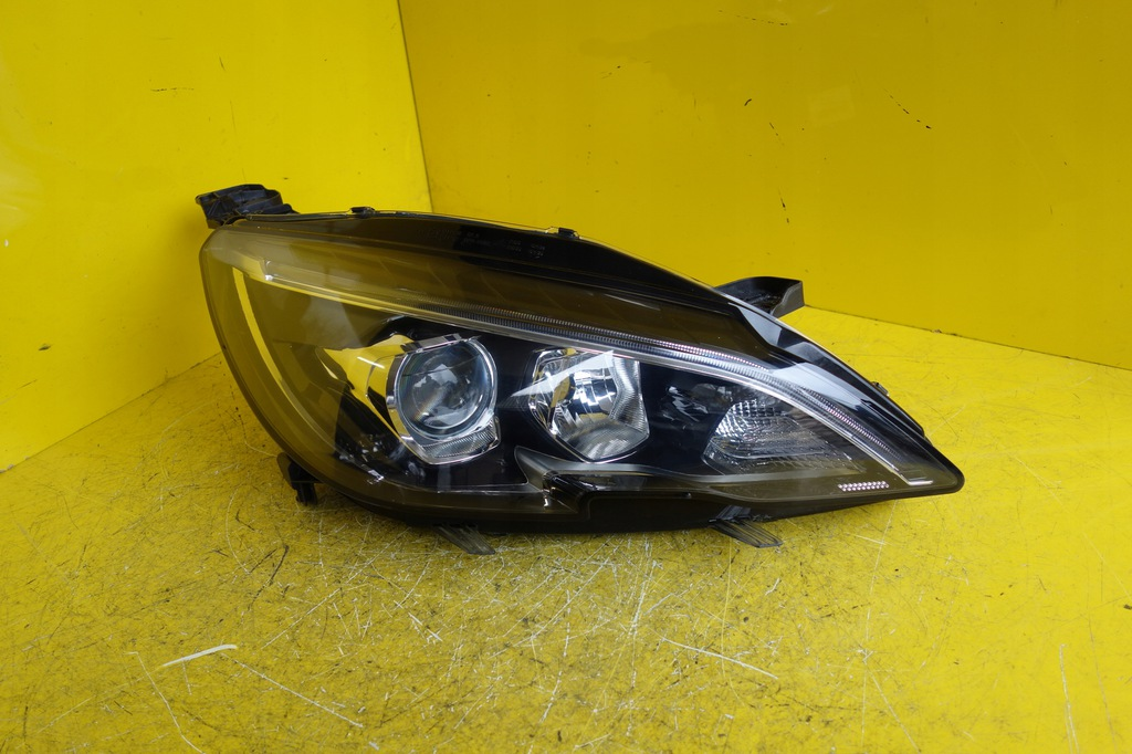 LAMPA REFLEKTOR PRAWA PEUGEOT 308 II T9 LIFT