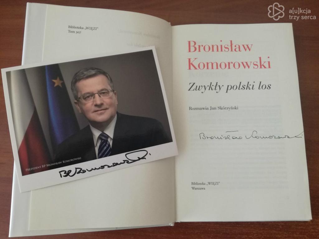 Książka z autografem Bronisława Komorowskiego