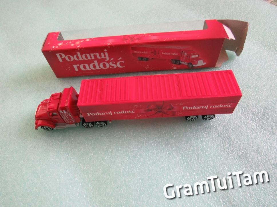 Ciężarówka czerwona z odpinaną długą naczepą