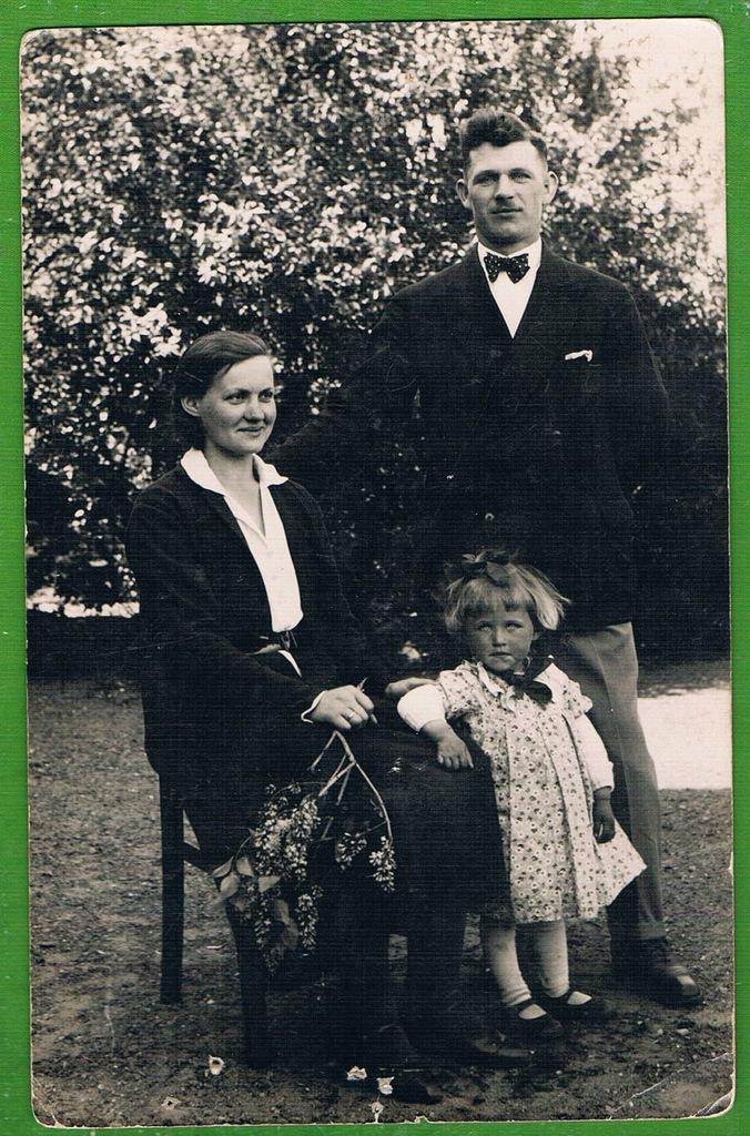 RODZICE Z DZIECKIEM stara fotografia
