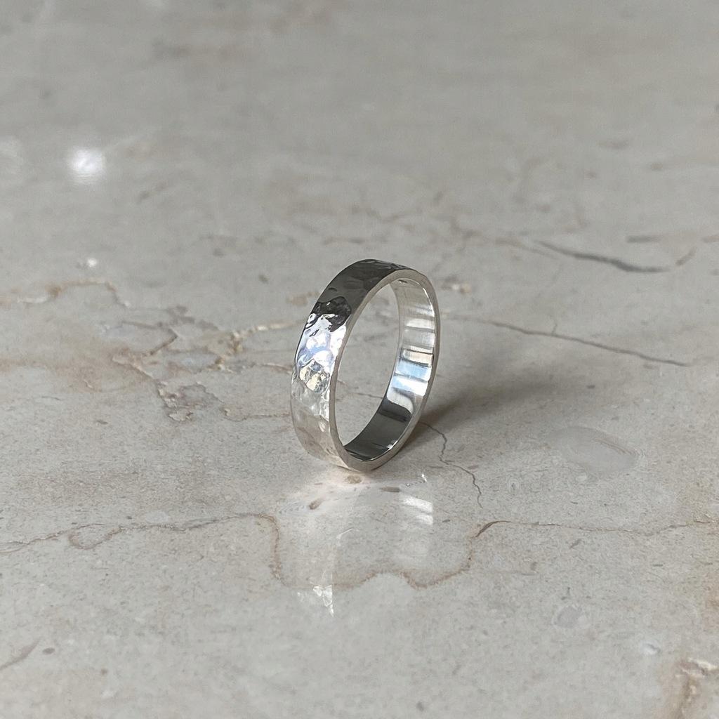 Obrączka srebrna młotkowana 4mm