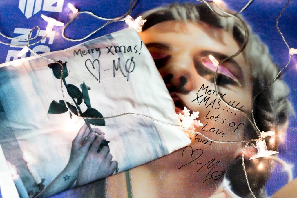 Koszulka MØ z podpisem i plakat Forever Neverland