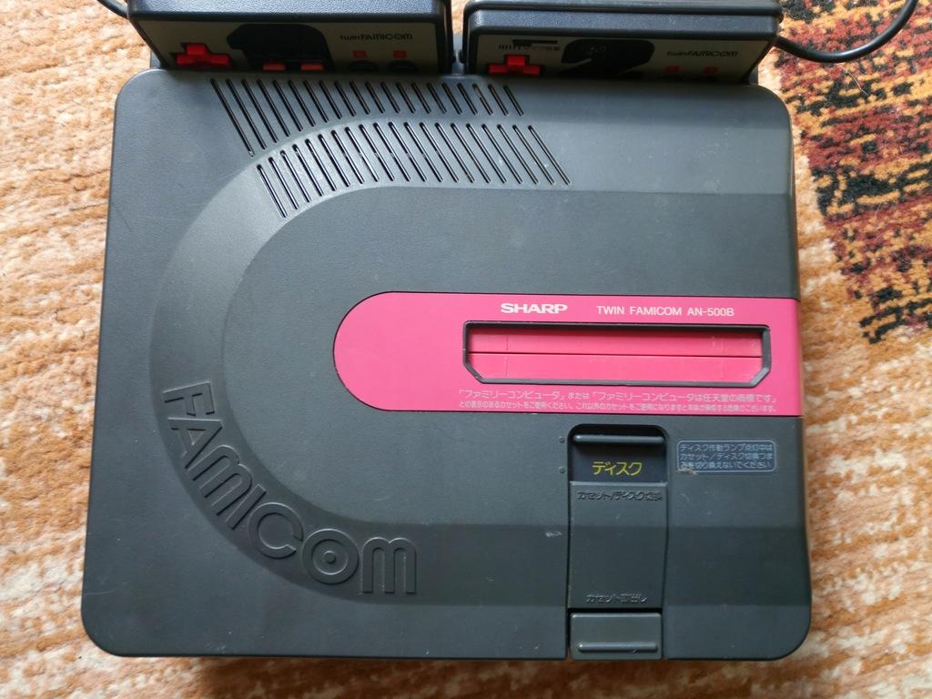 Konsola Sharp Twin Famicom AN-500B