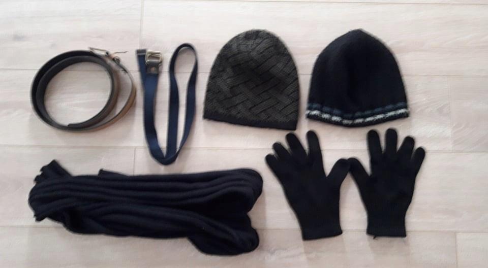 Zestaw czapek zimowych, rękawiczki, szalik, paski