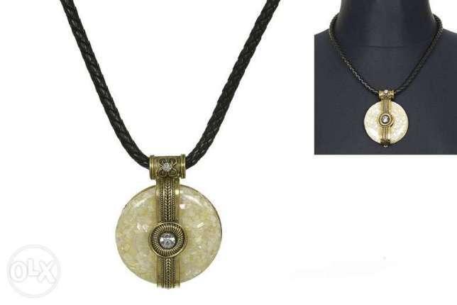 Naszyjnik z jasnej masy perłowej