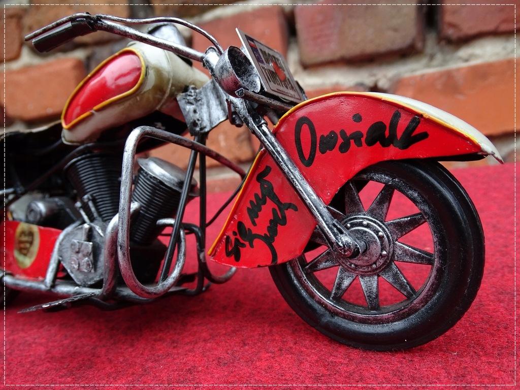 Motocykl z pozdrowieniami SIE MA od Jurka Owsiaka