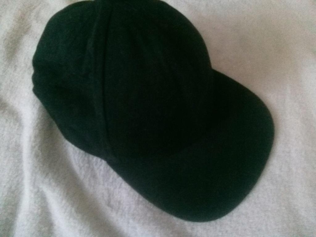 H&M czarna czapka z daszkiem