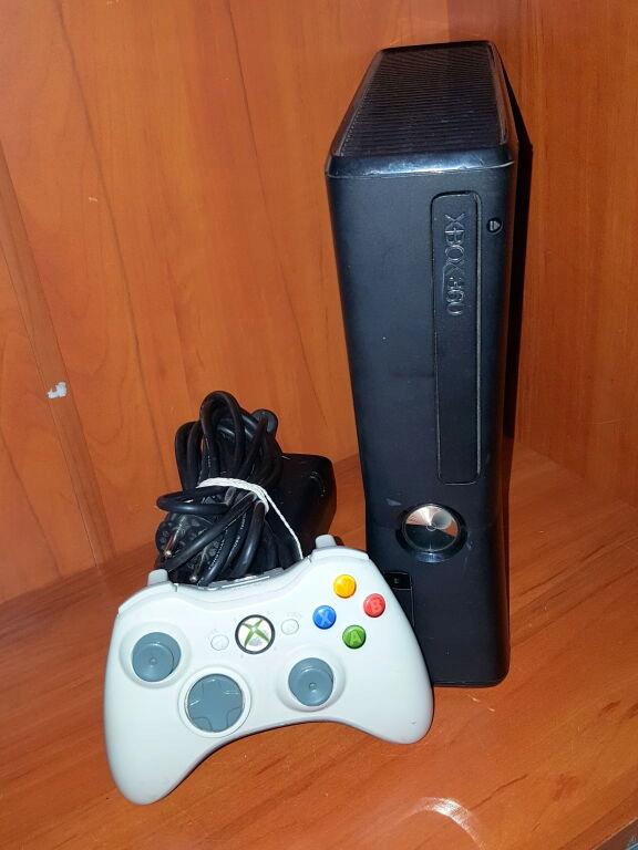 KONSOLA XBOX360 250G + PAD + ZASILACZ