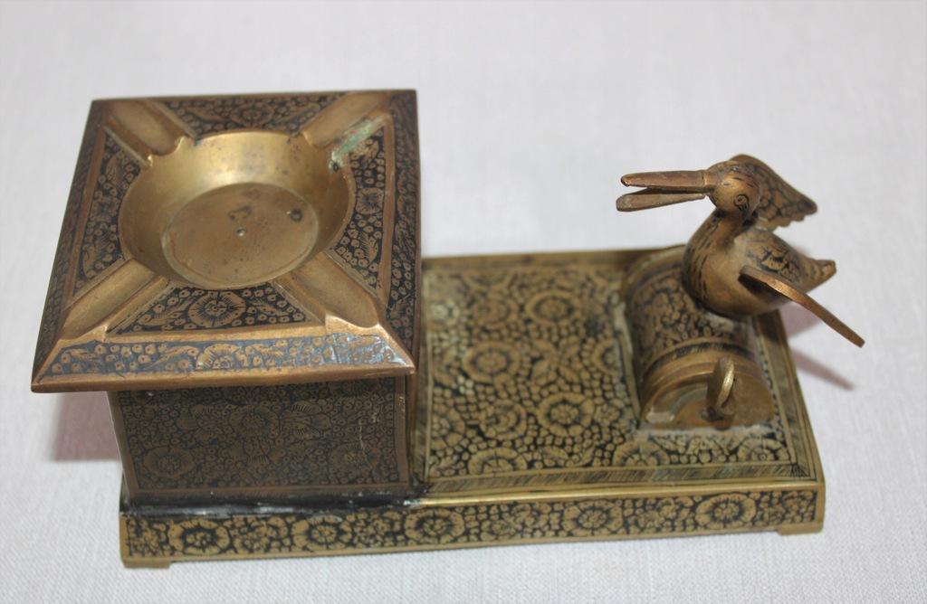 Papierośnica na biurko, Indie