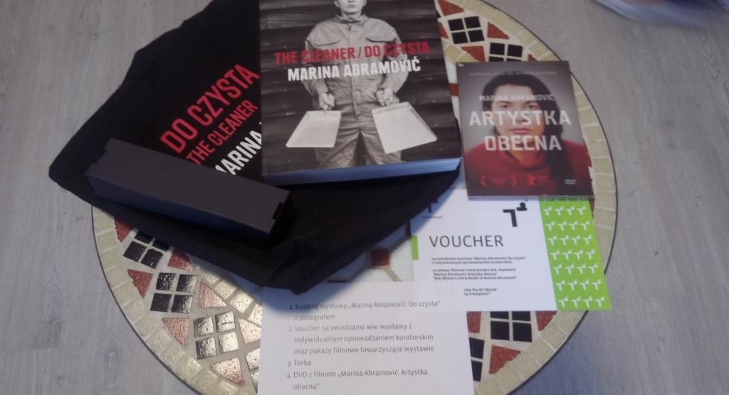 Katalog wystawy z autografem Marina Abramovic