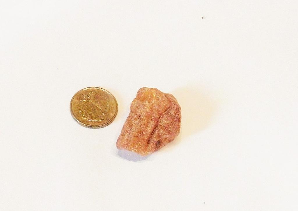 BURSZTYN - bryłka znaleziona na plaży 2,3 g (7)