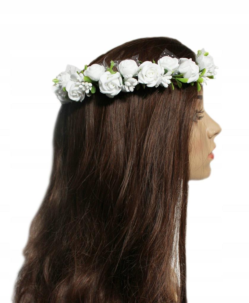Wianek komunijny z białych kwiatów i zieleni